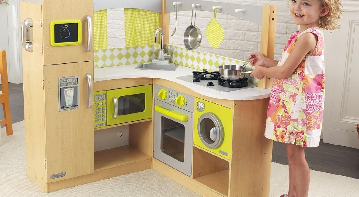 une cuisine en bois pour b b no l famille en chantier. Black Bedroom Furniture Sets. Home Design Ideas